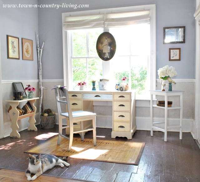 Cottage Entryway with Summer Decorating Inspiration
