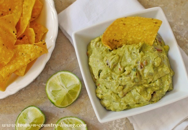 How to make mild and creamy guacamole