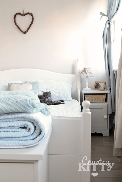 Scandinavian Style Bedroom in White