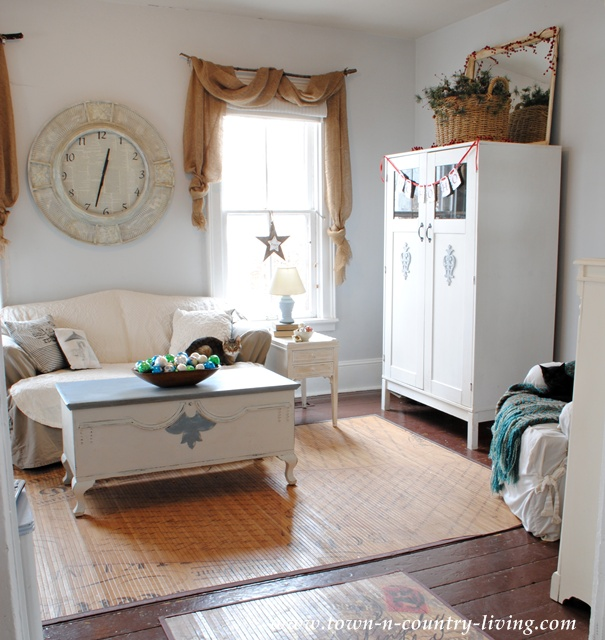Farmhouse Family Room decorated for Christmas