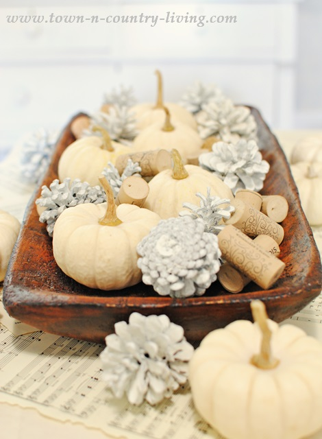 Baby Boos and Painted Pine Cones Create an Easy Fall Centerpiece