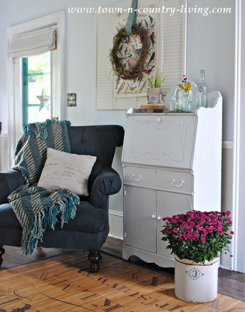 Country Style Living Room in a Fall Home Tour