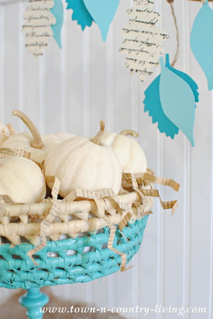 Fall Vignette with Baby Boos and Leaf Garland