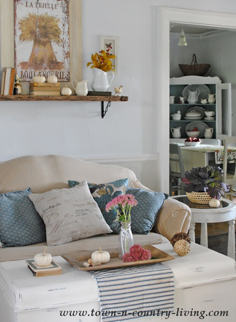 Country Style Farmhouse Living Room