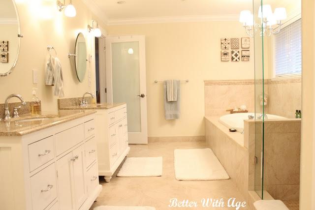 Master Bathroom in Neutral Tones