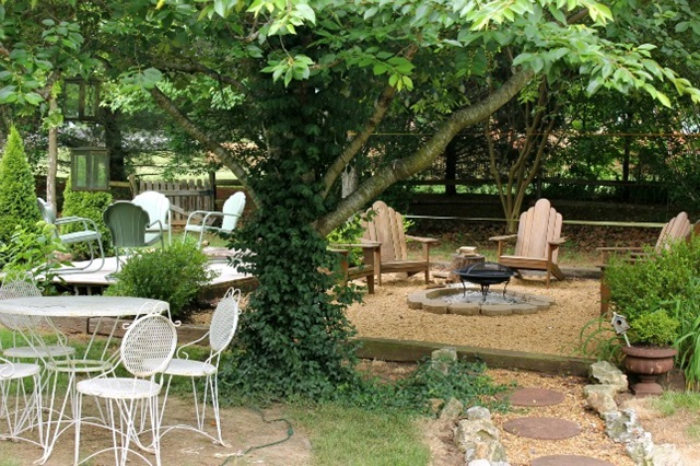 Backyard Seating Areas Create Great Entertaining Spaces
