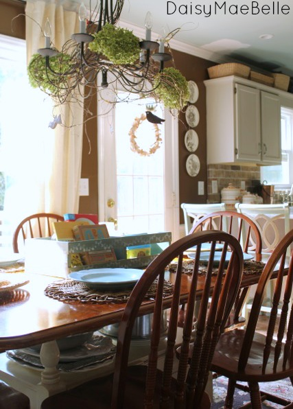 Country Style Decorating in a Kitchen Dining Nook