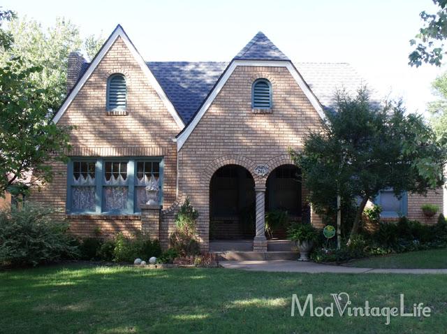 Bungalow style cottage at Mod Vintage Life