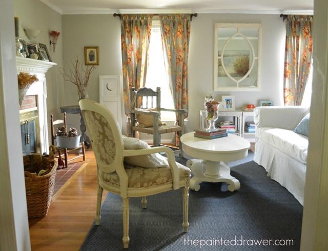 Home Decor - vintage finds in living room