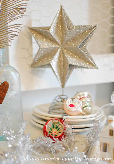 DIY Christmas Decor - a glittery star and vintage ornaments