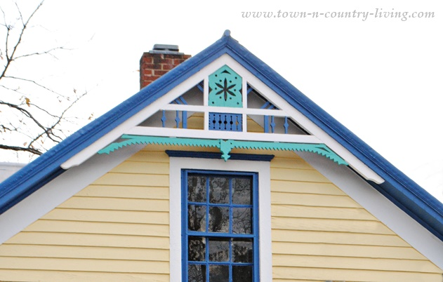 DIY Home Decorating - Farmhouse with Painted Gingerbread Trim
