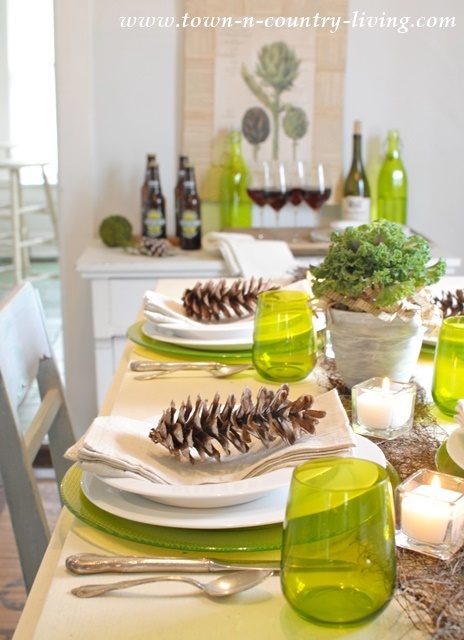 Green and White Modern Country Table Setting.  #TurkeyDinnerTablescape