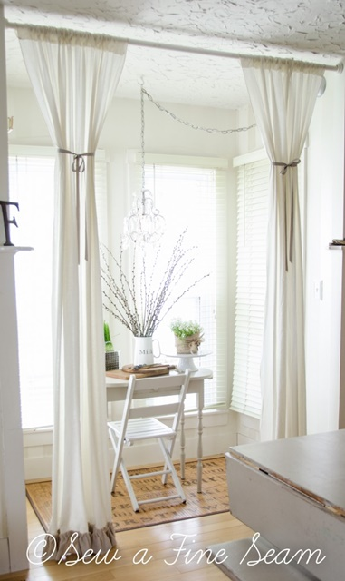 Windowed Nook in Farmhouse Dining Room
