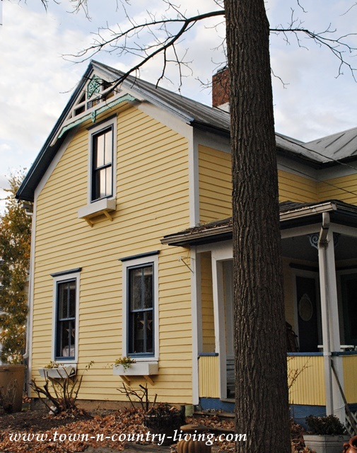 Clapboard Farmhouse ~ She's Finally Painted! - Town ...