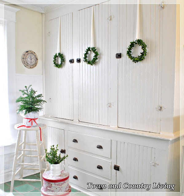 How to Make Your Own Boxwood Wreaths