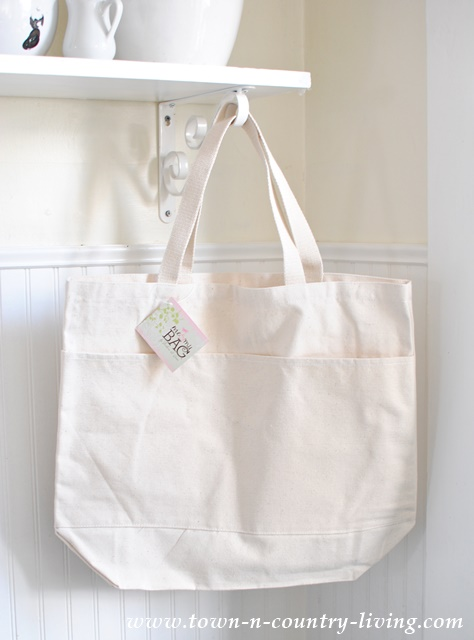 Canvas Bag that you can decorate in a variety of ways. See how it was transformed into a Flea Market shopping bag.
