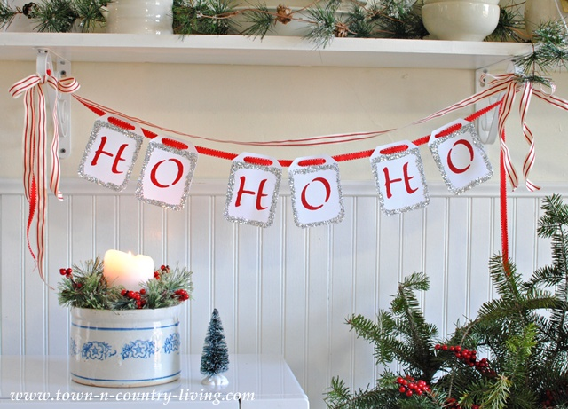 DIY Christmas Decor - a Ho Ho Ho banner. Easy to make!