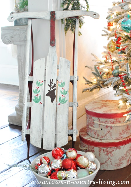 DIY Christmas Stencil Projects - vintage sled and holiday garland