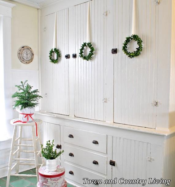 DIY Boxwood Christmas Wreaths