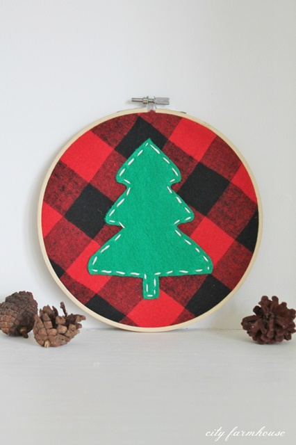 DIY Christmas Ornament. Christmas Tree Hoop Ornament.