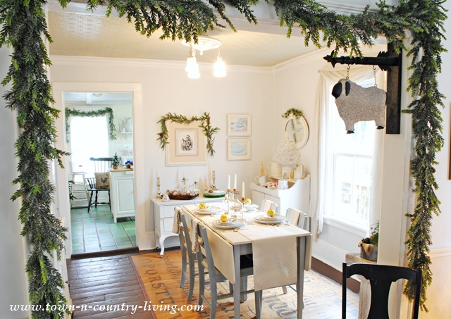 DIY Christmas Decor in a Farmhouse Dining Room