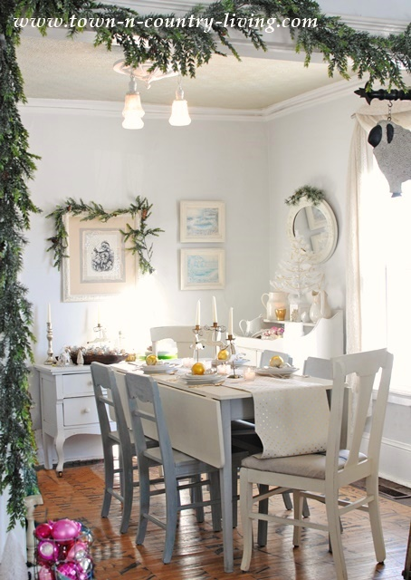 Farmhouse Holiday Dining Room