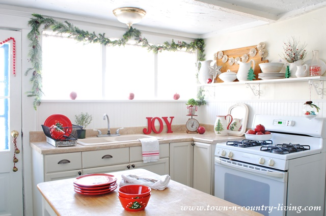 Holiday Farmhouse Kitchen at www.town-n-country-living.com