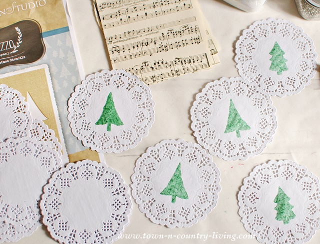 How to Stencil Christmas Tree Garland