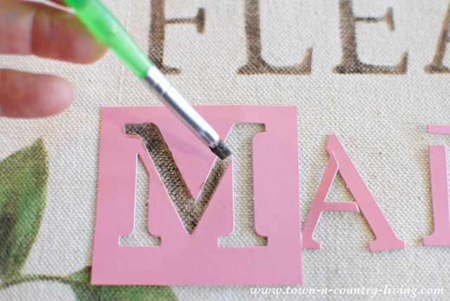 How to stencil letters