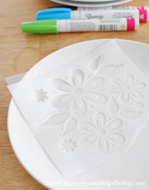How to stencil dessert plates with oil-based Sharpies