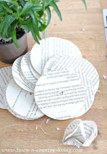 How to make a book page garland with crumpled book page circles.