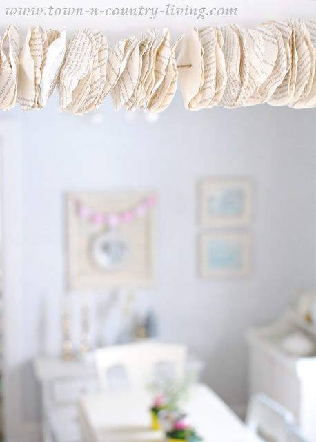 DIY book page garland. See the tutorial on how to make one!