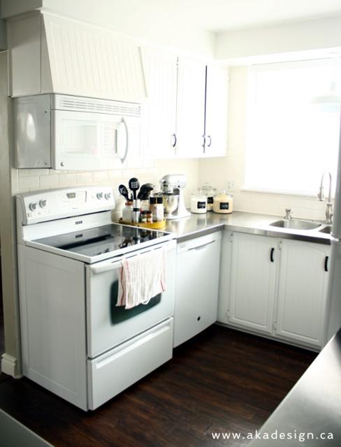 Cottage style white kitchen.