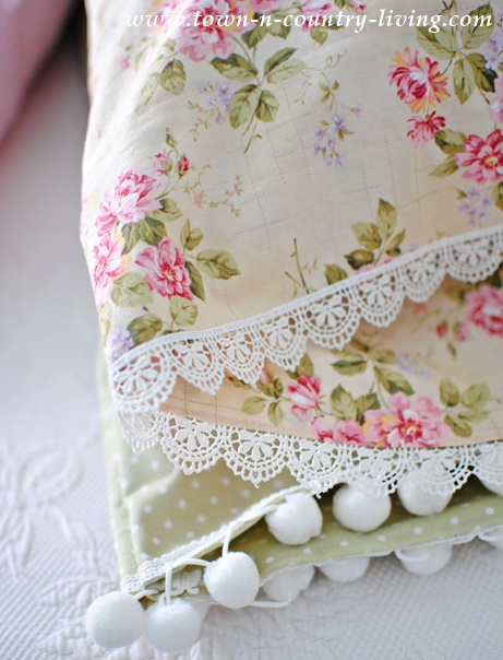 See how to make your own lace trimmed vintage style pillow cases