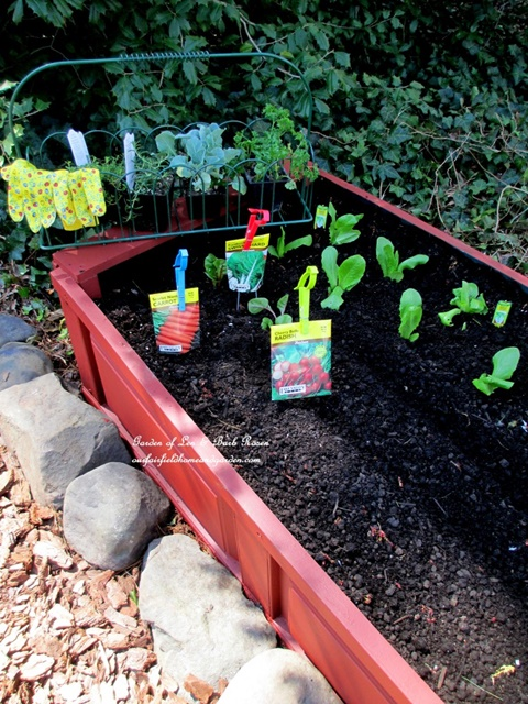 How to make free raised gardening beds