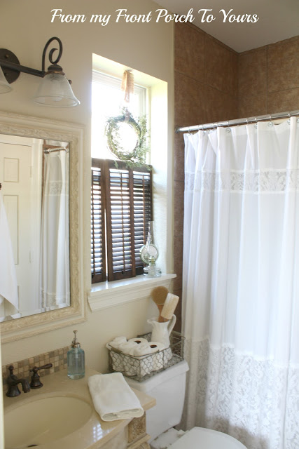 Guest Bathroom in Neutral Tones