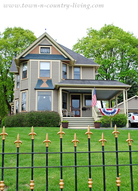 A Collection of Historic Homes in St. Charles, Illinois.