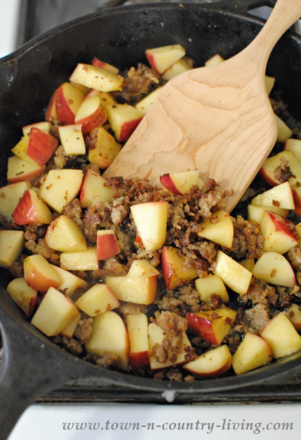 How to Make Apple Sausage Cheddar Monkey Bread