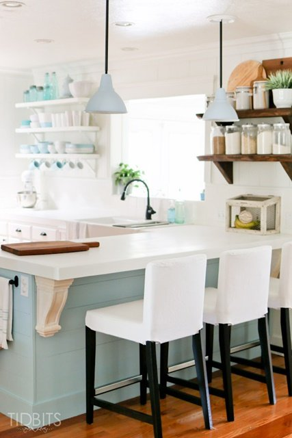 Cottage Style Kitchen in Blue and White