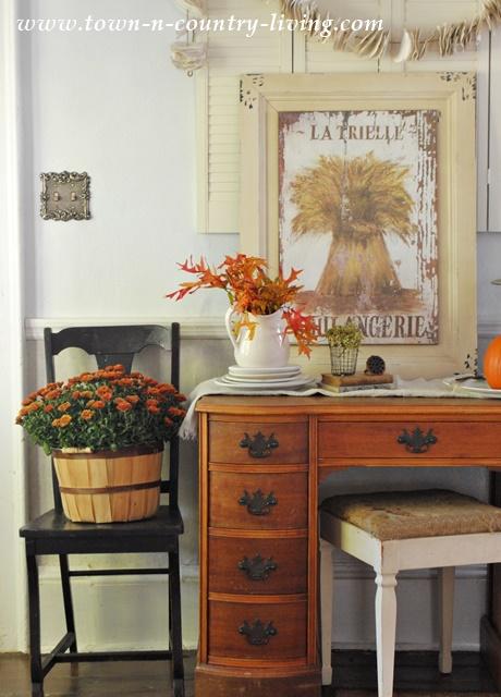 Fall Decorating in a Farmhouse Entryway