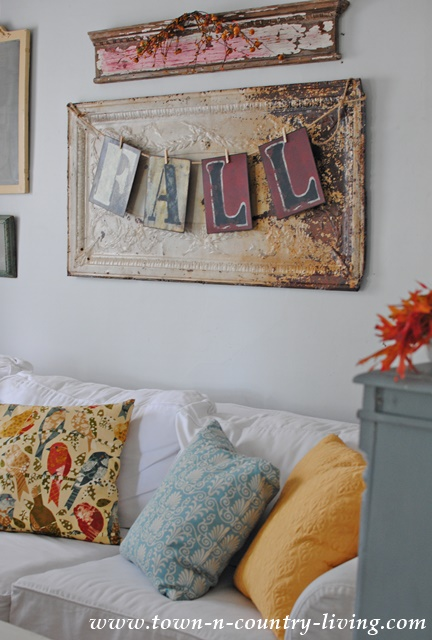 Fall Decor in a Farmhouse Family Room