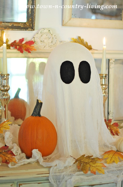 DIY Halloween Ghosts Made with Cheesecloth and Liquid Starch