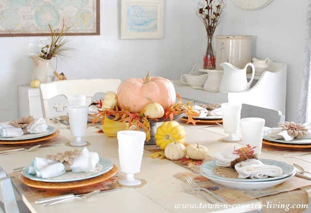 Simple Thanksgiving Tablescape
